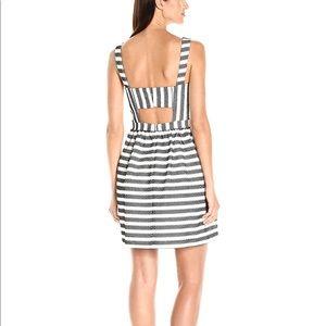 Trina Turk Dresses - Trina Turk Calabazar Whitewash/Blk Open Back Dress
